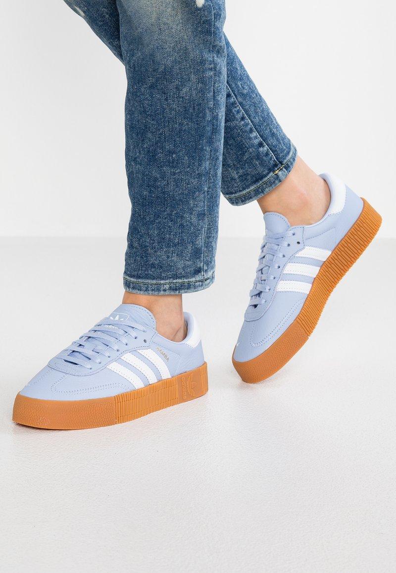 adidas Originals - SAMBAROSE - Trainers - periwinkle/footwear white