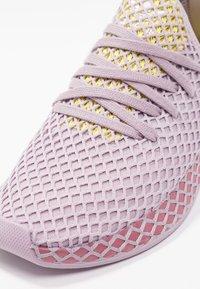 adidas Originals - DEERUPT RUNNER - Zapatillas - soft vision/trace maroon/shock yellow - 2