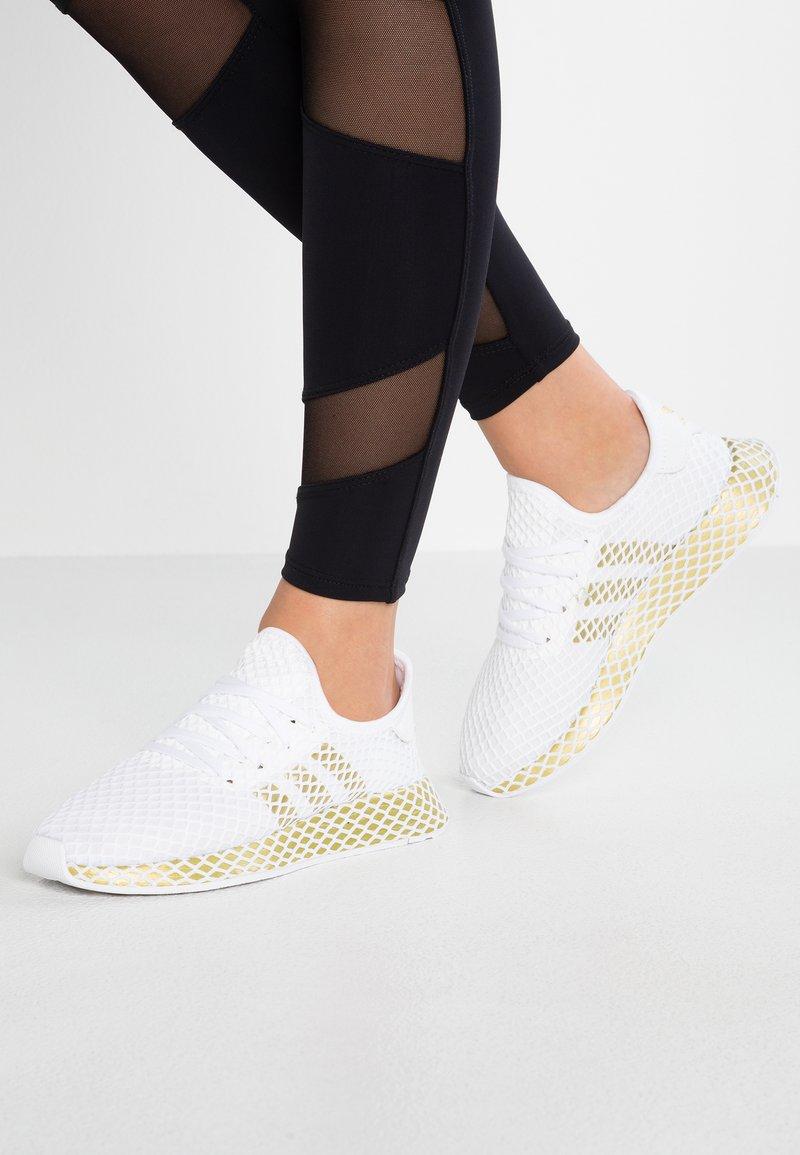 adidas Originals - DEERUPT RUNNER - Sneaker low - footwear white/gold metallic