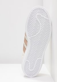 adidas Originals - SUPERSTAR - Sneaker low - offwhite/copper metallic/footwear white - 6