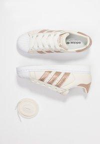 adidas Originals - SUPERSTAR - Sneaker low - offwhite/copper metallic/footwear white - 7