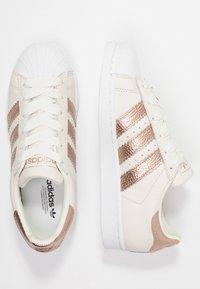 adidas Originals - SUPERSTAR - Sneaker low - offwhite/copper metallic/footwear white - 3