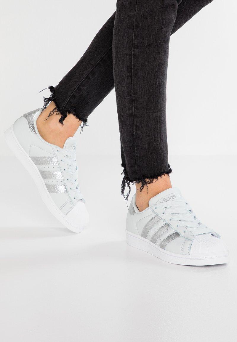 adidas Originals - SUPERSTAR - Sneakers basse - blue tint/silver metallic/footwear white