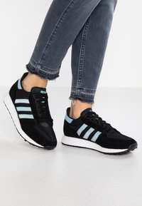 adidas Originals - FOREST GROVE - Sneakers - core black/ashgrey/chalk white - 0