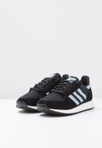 adidas Originals - FOREST GROVE - Sneakers - core black/ashgrey/chalk white - 4