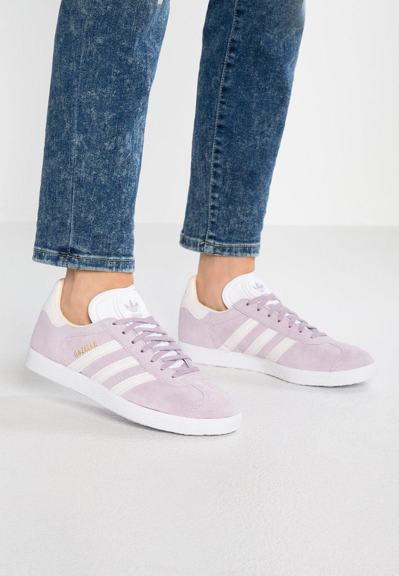 adidas Originals - GAZELLE - Baskets basses - soft vision/orchid tint/ecru tint