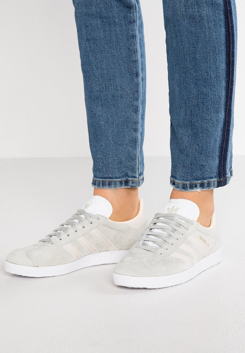 adidas Originals - GAZELLE - Baskets basses - ash silver/clear brown/ecru tint