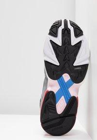 adidas Originals - FALCON - Baskets basses - footwear white/grey heather - 6