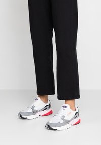adidas Originals - FALCON - Baskets basses - footwear white/grey heather - 0