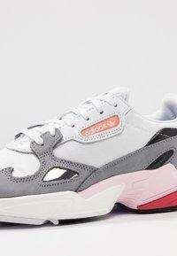 adidas Originals - FALCON - Baskets basses - footwear white/grey heather - 2