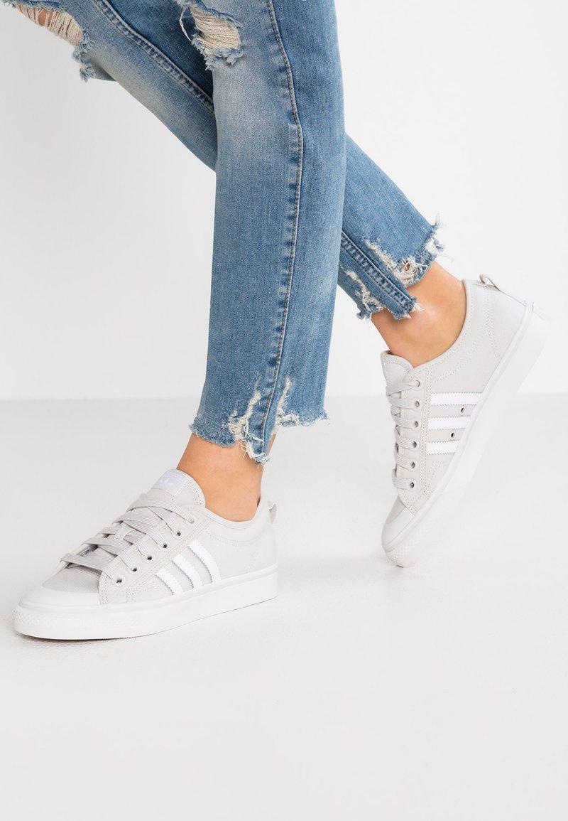 adidas Originals - NIZZA - Baskets basses - grey one/footwear white/crystal white