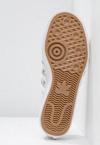 adidas Originals - NIZZA - Baskets basses - grey one/footwear white/crystal white - 6