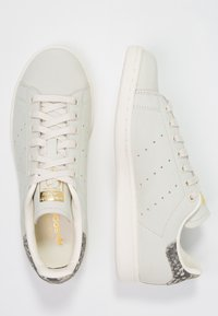 adidas Originals - STAN SMITH - Sneakers - offwhite/gold metallic - 3
