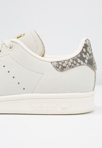 adidas Originals - STAN SMITH - Sneakers - offwhite/gold metallic - 2