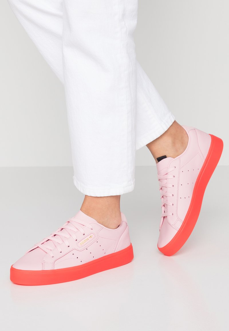 adidas Originals - SLEEK - Trainers - diva/red
