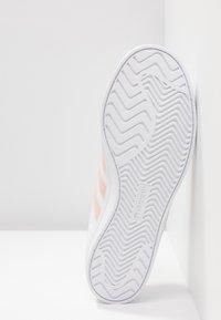 adidas Originals - COAST STAR STREETWEAR-STYLE SHOES - Sneaker low - footwear white/vapor pink - 6