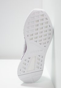 adidas Originals - DEERUPT RUNNER - Joggesko - footwear white/grey one/clear mint - 6