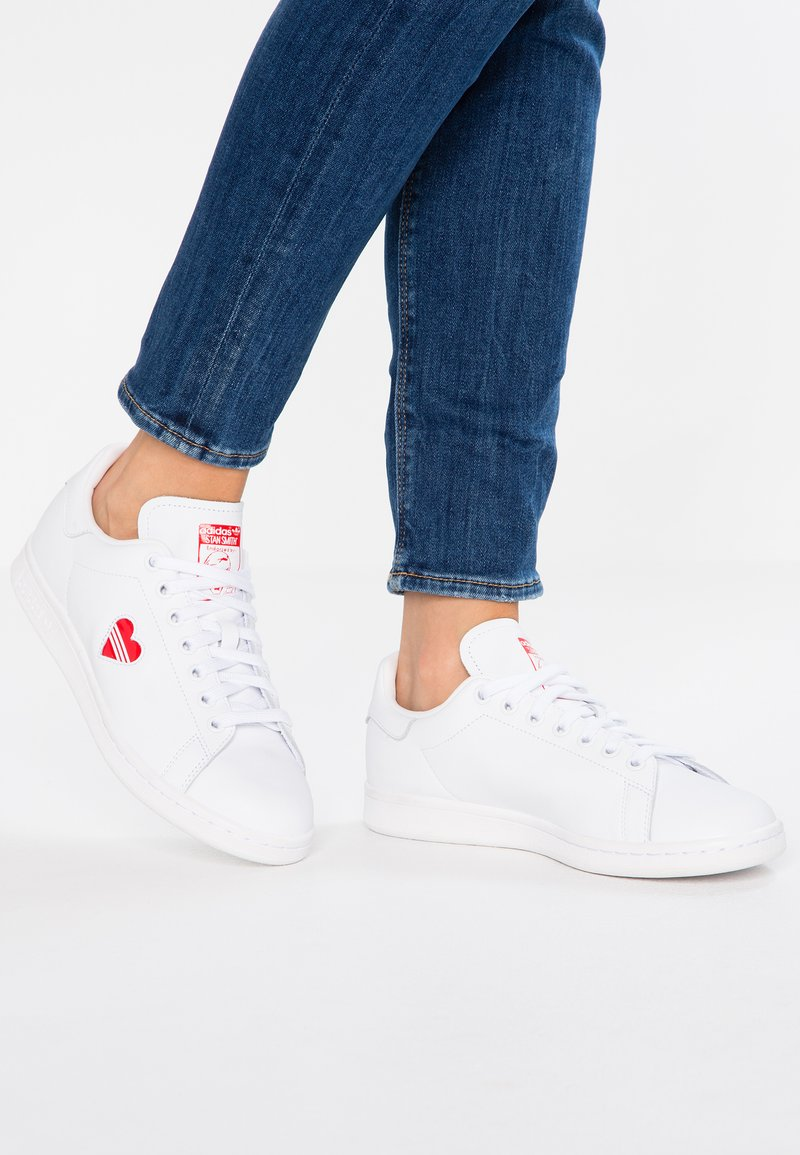 adidas Originals - STAN SMITH - Baskets basses - footwear white/act red