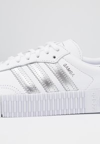 adidas Originals - SAMBAROSE - Joggesko - footwear white/silver metallic/core black - 2