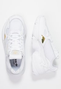 adidas Originals - FALCON - Sneaker low - footwear white/gold metallic - 1