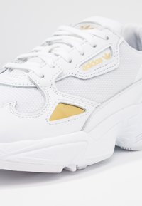 adidas Originals - FALCON - Sneaker low - footwear white/gold metallic
