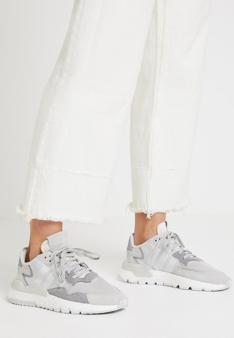 adidas Originals - NITE JOGGER - Sneakers - grey one/crystal white/grey two