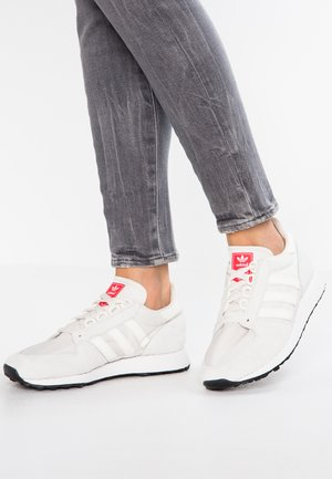 FOREST GROVE - Trainers - cloud white/shock red