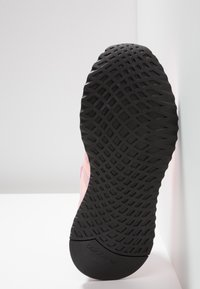 adidas Originals - PATH RUN - Sneakers laag - true pink/clear orange/core black - 6