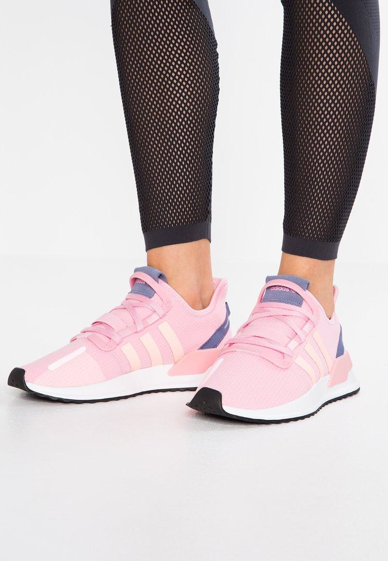 adidas Originals - PATH RUN - Sneakers laag - true pink/clear orange/core black