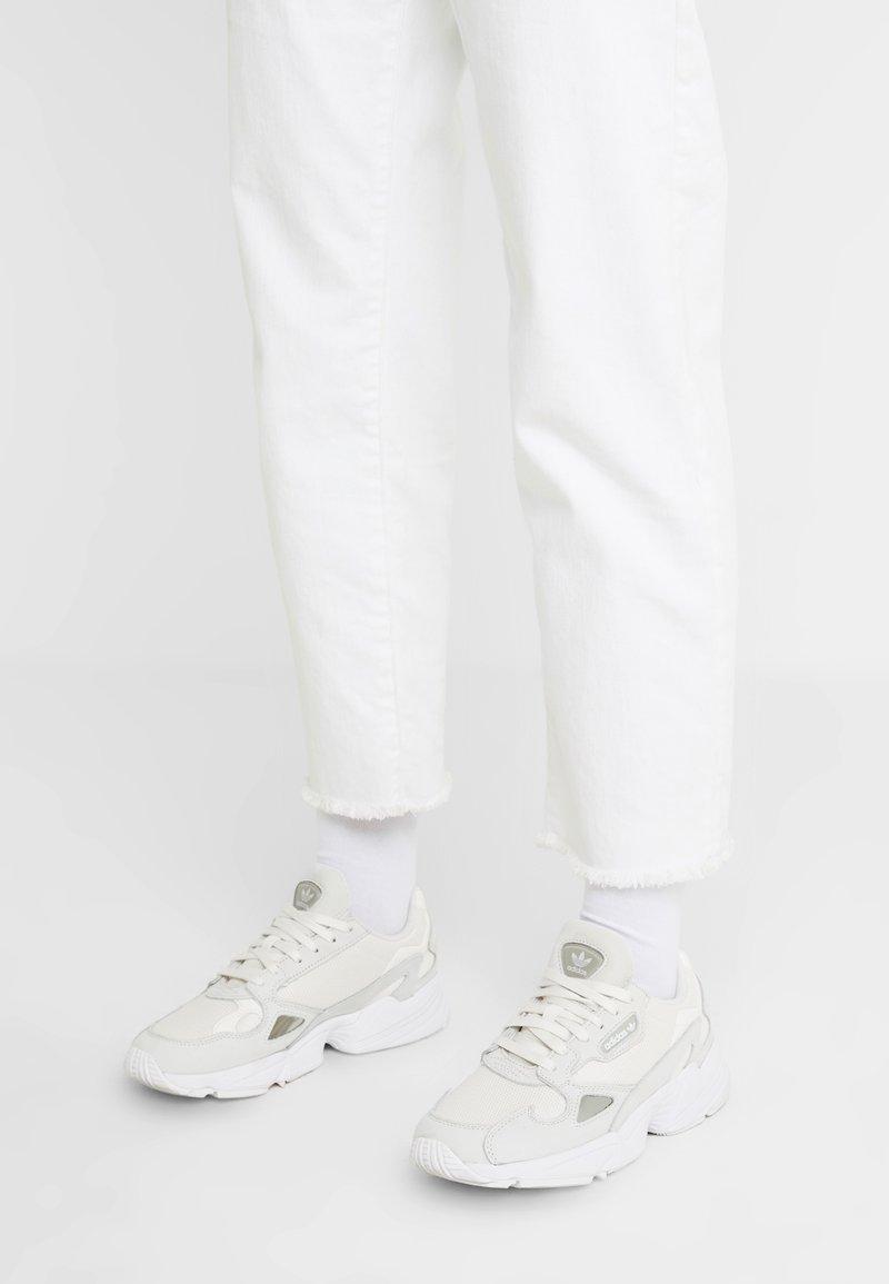 adidas Originals - FALCON - Baskets basses - core white/sesame/footwear white