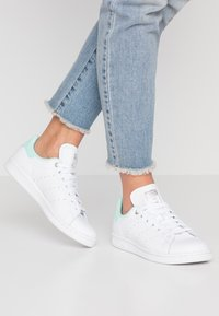adidas Originals - STAN SMITH - Sneaker low - footwear white/silver metallic/clear mint - 0