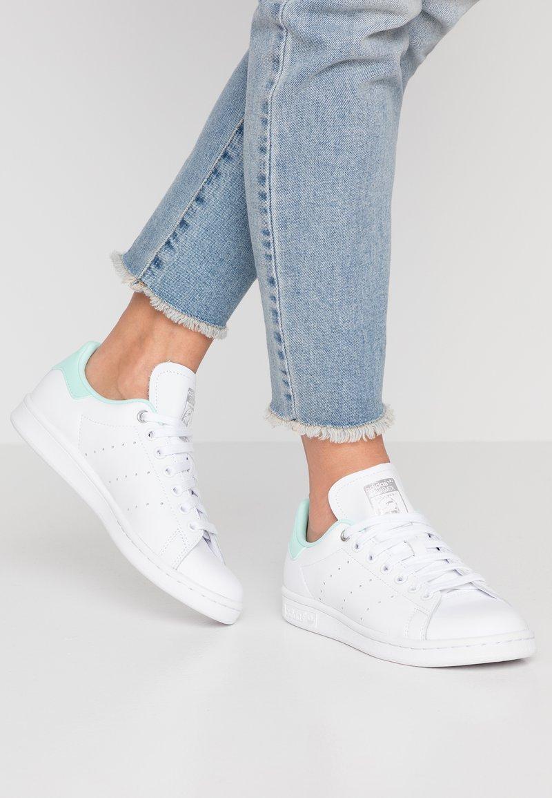 adidas Originals - STAN SMITH - Sneaker low - footwear white/silver metallic/clear mint