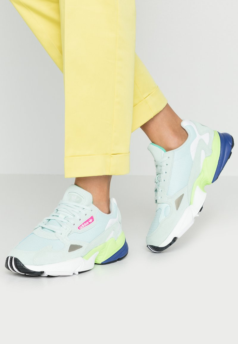 adidas Originals - FALCON - Sneaker low - icemint/clear black
