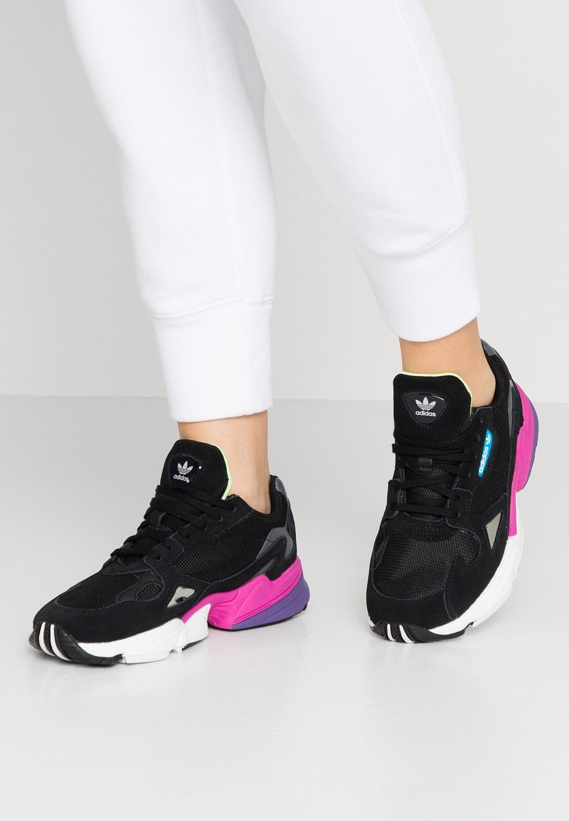 adidas Originals - FALCON - Baskets basses - clear black/shock pink