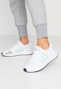 adidas Originals - PATH RUN  - Sneakers laag - footwear white/clear mint/core black - 0