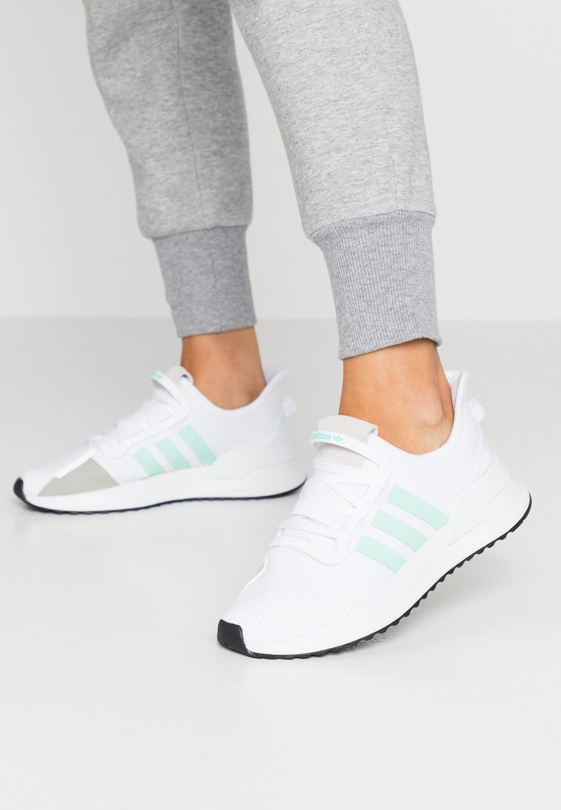 adidas Originals - PATH RUN  - Tenisky - footwear white/clear mint/core black