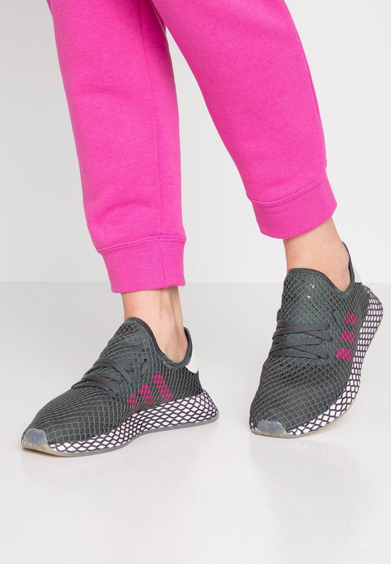 adidas Originals - DEERUPT RUNNER  - Sneakers laag - legit ivy/shock pink/clear pink