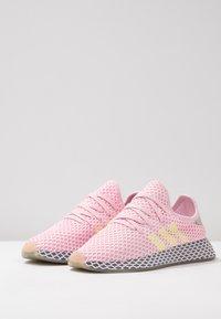 adidas Originals - DEERUPT RUNNER  - Trainers - clear pink/hi-res yellow/raw steel - 4