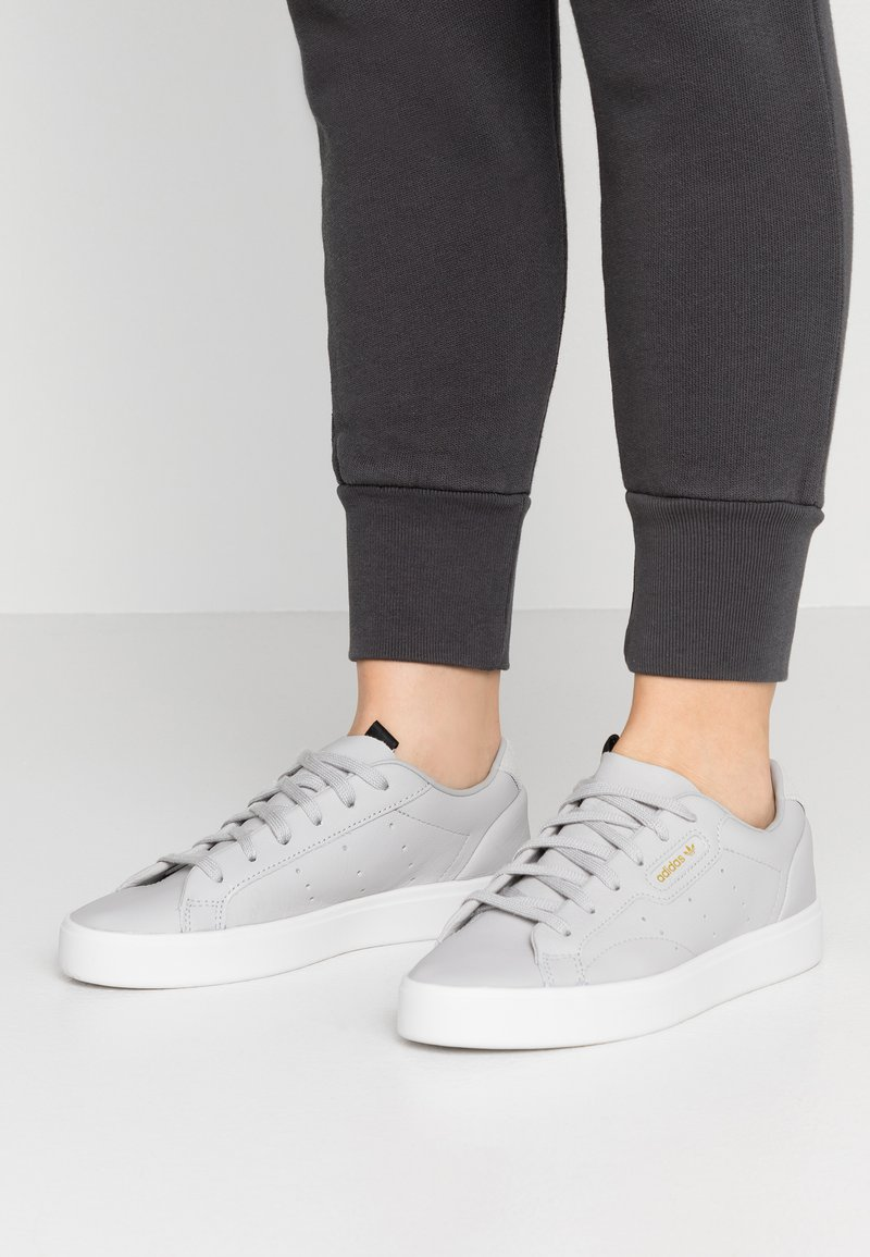 adidas Originals - SLEEK  - Sneaker low - grey two/crystal white