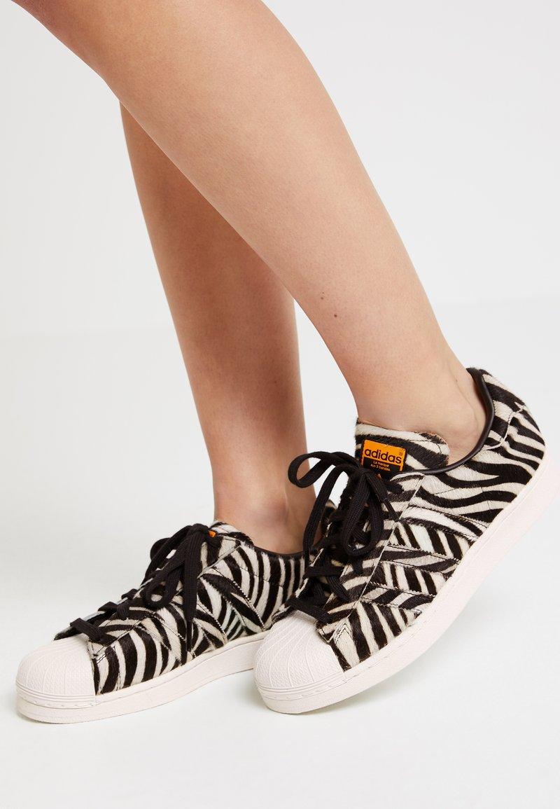 adidas Originals - SUPERSTAR  - Sneaker low - core black/offwhite/clearpurple