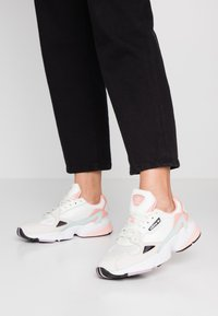 adidas Originals - FALCON  - Trainers - white tint/raw white/trace pink - 0