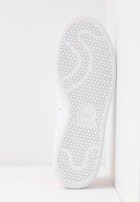adidas Originals - STAN SMITH - Baskets basses - footwear white/solar orange - 6