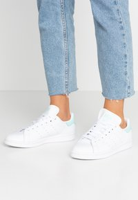 adidas Originals - STAN SMITH - Sneaker low - footwear white/frozen mint - 0