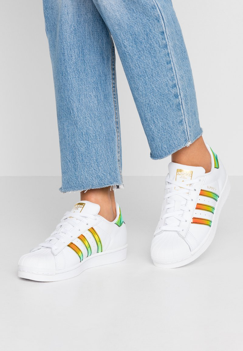 adidas Originals - SUPERSTAR SHINY STRIPES SHOES - Trainers - footwear white/gold metallic