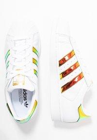 adidas Originals - SUPERSTAR SHINY STRIPES SHOES - Sneakersy niskie - footwear white/gold metallic - 3