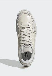 adidas Originals - SUPERCOURT - Tenisky - owhite/owhite/crywht - 2