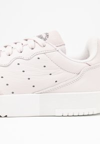 adidas Originals - SUPERCOURT - Sneaker low - orchid tint/crystal white - 2
