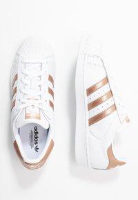 adidas Originals - SUPERSTAR METALLIC GLIMMER SHOES - Sneakersy niskie - footwear white/copper metallic/core black - 3