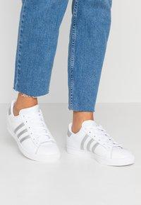 adidas Originals - COAST STAR - Sneakersy niskie - footwear white/silver metallic/core black - 0