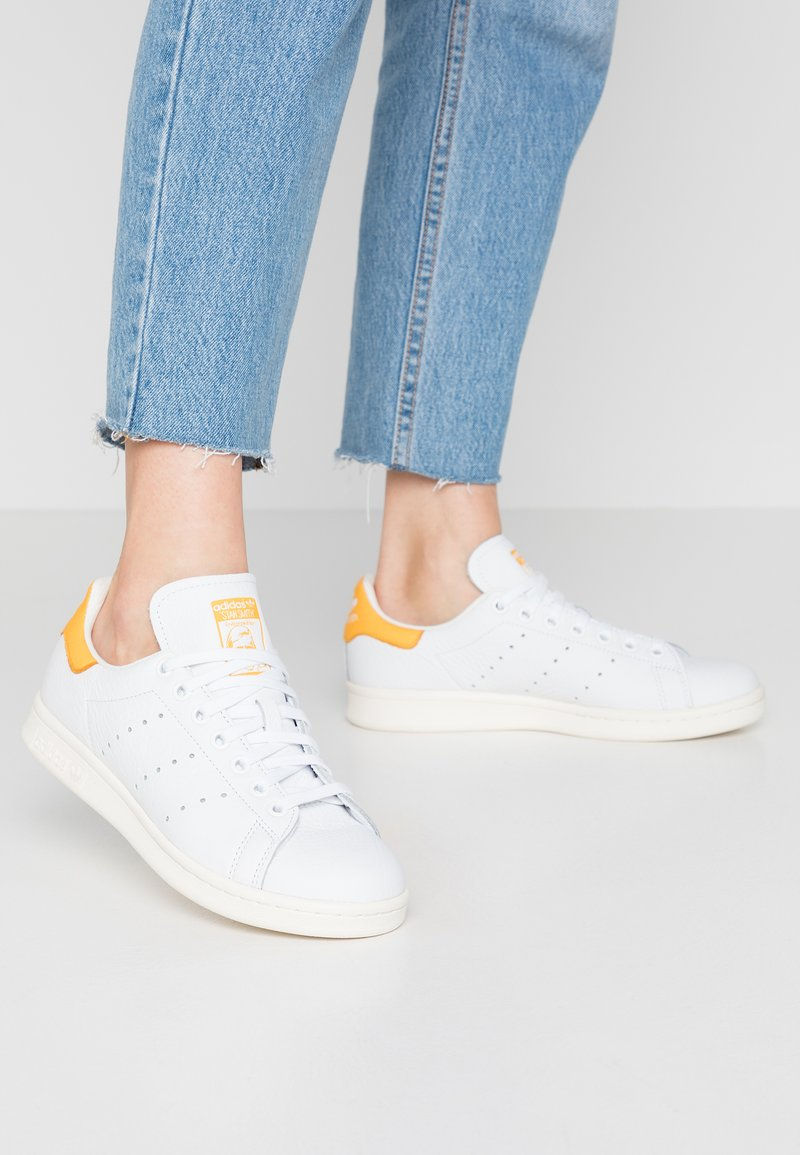 adidas Originals - STAN SMITH - Baskets basses - footwear white/active gold/optic white